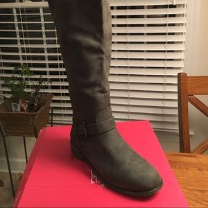 Grey boots- 10 wide
